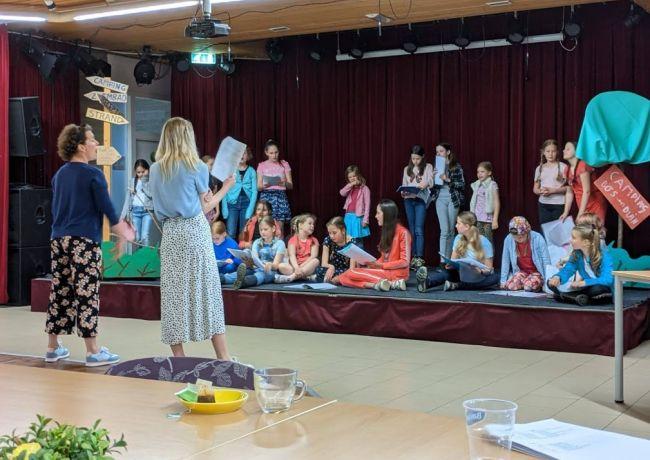 Feestelijke afsluiting theaterklas van Kinderkunsten De Hille